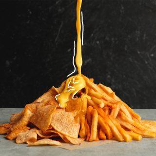 Kalau lagi ngejar deadline sering kepingin snack gak sih? Apalagi yang kejunya sampai meleleh.. 🤤 Order Cheesy Chips dan Nacho Fries yuk biar ada yang nemenin ambis!  #WaktunyaTacoBell #TacoBellindonesia