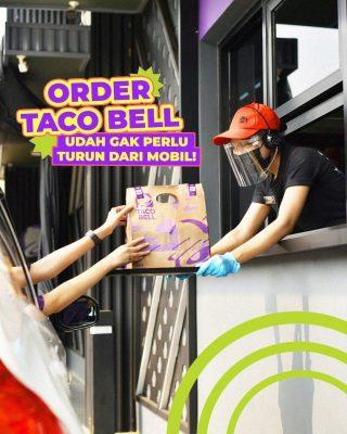 If you were looking for a sign to order Taco Bell from drive thru, this is it. Yuk yang mageran, order di Taco Bell PIK bisa sambil duduk manis di mobil. 😋  #WaktunyaTacoBell #TacoBellIndonesia