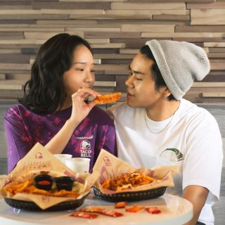 Roses are red. Violet are blue. Taco Bell Shareable Platter is better with you. 💜🤤  #WaktunyaTacoBell #TacoBellindonesia