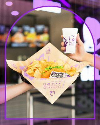 Naked Chicken Taco ini unik banget lho! Karena shellnya terbuat dari daging ayam yang crunchy. 😍 Lo udah pernah cobain belom? 🤤  #WaktunyaTacoBell #TacoBellIndonesia