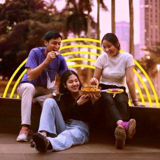The more the merrier dan Loaded Nacho emang porsinya asyik buat dimakan rame-rame! Nah, lo team habisin makanan porsi besar sendiri atau bagi-bagi? 🤭  #WaktunyaTacoBell #TacoBellIndonesia