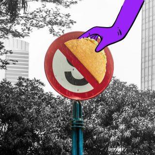 STOP! Eh, apaan tuh? Kok MinBell liat di pinggir jalan ada Crunchy Taco? Ada yang liat juga?  #ISEEATACO everywhere, do you?  #WaktunyaTacoBell #TacoBellindonesia