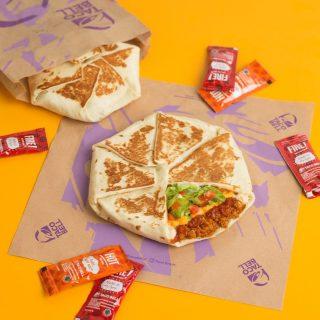 MinBell suka yang unik, enak dan porsinya besar. 🤤 Makanya MinBell selalu swipe right buat Crunchwrap Supreme. 😍  #WaktunyaTacoBell #TacoBellindonesia